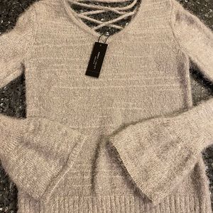 Romeo + Juliet couture small V-neck Sweater